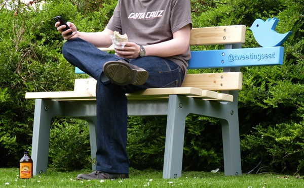 TweetingSeat – Twitter Bench