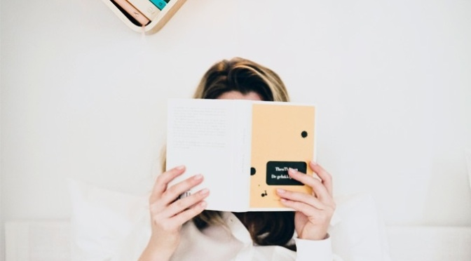 LiliLite – The All-in-One Book Lamp, Shelf, and Mark.