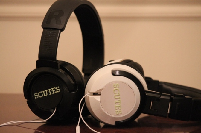 Scutes Headphones – Earphones into Headphones