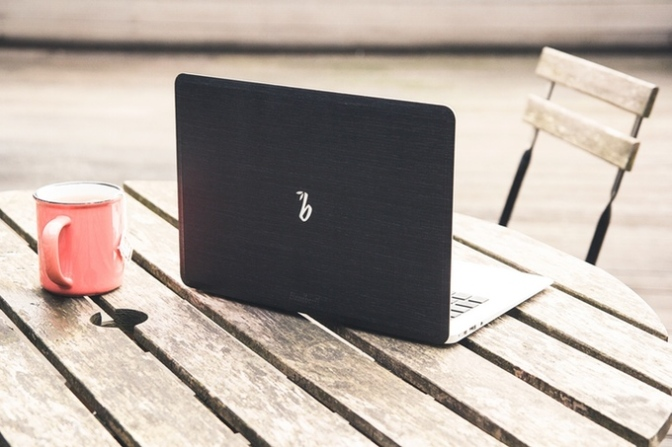 Bambooti – A Wooden Back For Your Mac